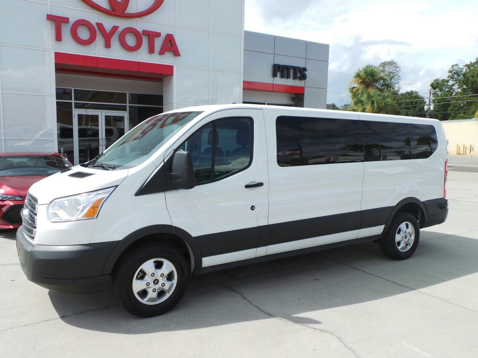 Pre owned 2017 ford transit wagon xlt