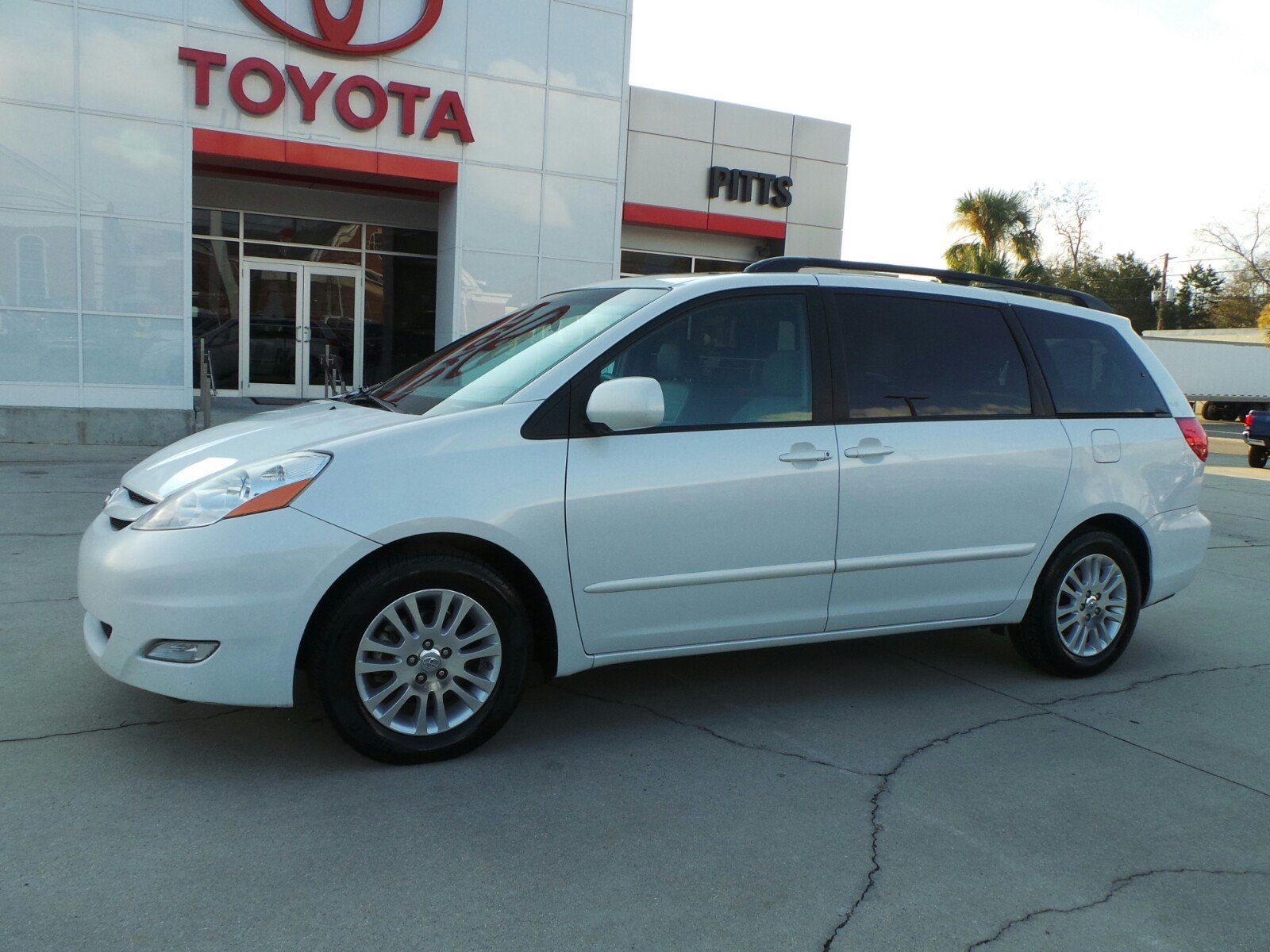 Pre Owned 2008 Toyota Sienna Xle