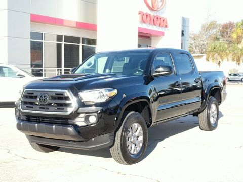 Pre-Owned 2017 Toyota Tacoma SR5 4X4